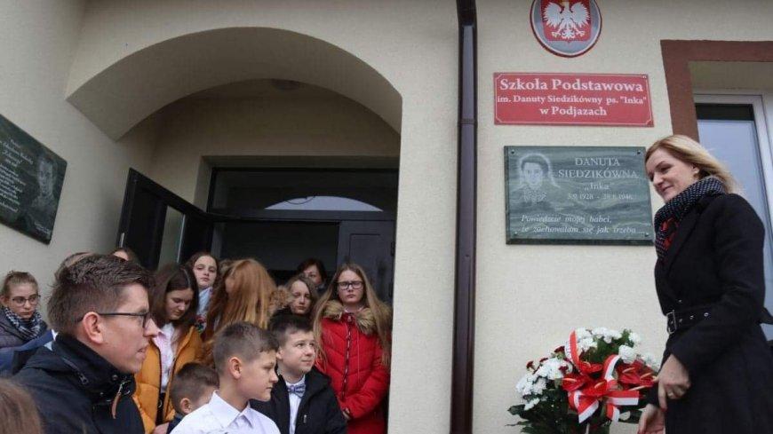 """Pracownicy IPN Gdańsk upamiętnili Danutę Siedzikównę """"Inkę"""" i Zdzisława Badochę """"Żelaznego"""""""